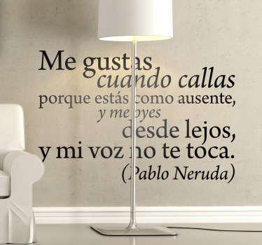 Elegante composición tipográfica en adhesivo con un extracto del famoso poema de Pablo Neruda.