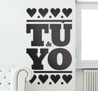 Declaración de amor clara y contundente con este original adhesivo tipográfico.