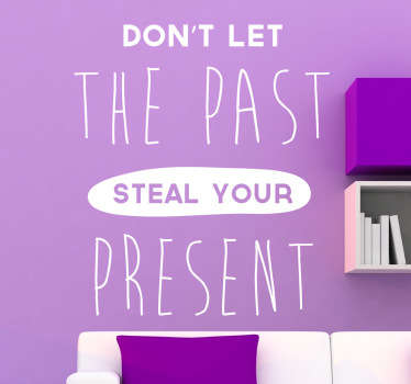Motivatie quote tekst muursticker met de tekst ¨Don´t let the past steal your present¨! Raak gemotiveerd door deze muursticker en begin jouw dag goed!