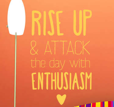 "Vinil decorativo com frase ""rise up and attack the day with entusiasm"", em português ""Levanta-te e ataca o dia com entusiasmo""."