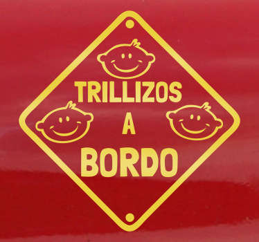 Si tienes tres hijos gemelos será importante que avises al resto de conductores con esta pegatina monocolor.