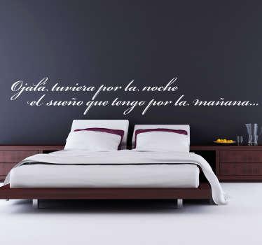 """""""Ojala tuviera por la noche el sueño que tengo por la mañana"""". Texto adhesivo ideal para decorar cabeceros de cama."""