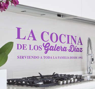 Divertido diseño adhesivo con el que podrás simular que tu cocina es un restaurante de postín. Vinilos Personalizados a medida