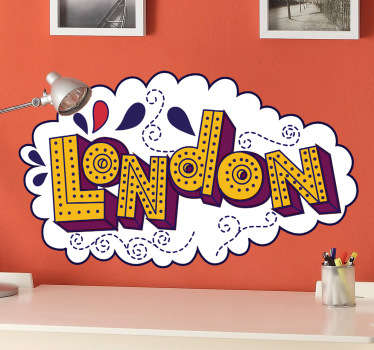 Adesivo murale che raffigura una colorita nuvoletta con la scritta London. Decora la tua camera da letto in modo originale ed alternativo.