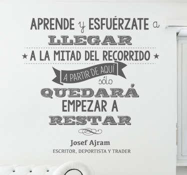 Original diseño de VIRGUIS en adhesivo monocolor con una frase de este reconocido corredor.