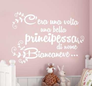 Elegante adesivo murale che raffigura la celebre frase con la quale ha inizio il racconto di Biancaneve.