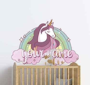 Personligt navn enhjørning væg klistermærke design. Et farverigt og smukt dyr vægkunstdesign til børn. Det er let at anvende og af høj kvalitet.