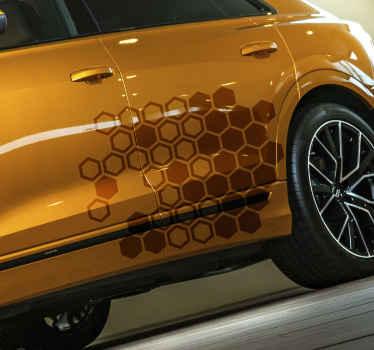 Dekoratív méhsejt nyomtatott autó matrica kialakítás, különböző színben kapható. Kiváló minőségű vinilből készül és könnyen alkalmazható sík felületen.