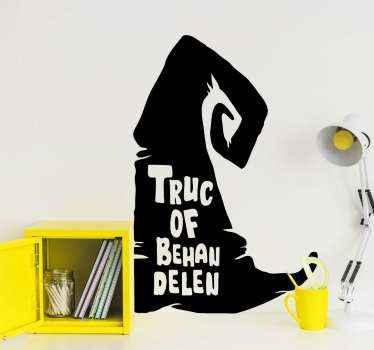Een illustratief decoratief halloween heksenhoed met tekst sticker. Het ontwerp is verkrijgbaar in ongeveer 50 verschillende kleuren waaruit u kunt kiezen.