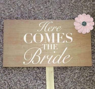 Sticker texte here comes the bride