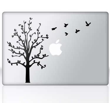 나무와 새들의 맥북 스티커