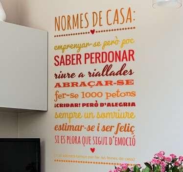 Adhesivo en tonos cálidos con un decálogo de normas para cumplir en el hogar, en catalán.Puedes escoger las medidas que desees e indicarnos en el apartado de observaciones si deseas otro tipo de combinación de colores. ¡Lo maquetaremos y te enviaremos muestra antes de producir y enviarte el vinilo!