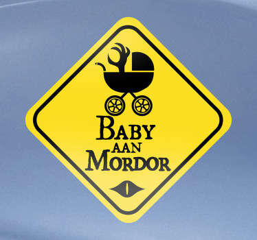 Waarschuw de bestuurders rondom u op een leuke wijze dat er zich een baby in uw auto bevindt, met deze leukedecoratie sticker dat verwijst naar de verhalen van Lord of the Rings.