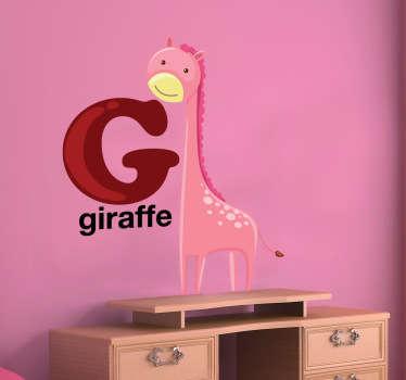 Dekorativ alfabetmærkat med bogstavet g ledsaget af en giraff. Fantastisk giraff vægklistermærke til at dekorere dit barns værelse.