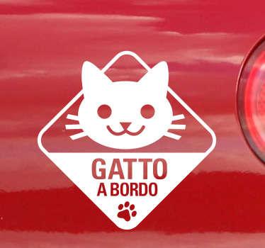 Applica questo simpatico adesivo alla tua auto e fai sapere a tutti che a bordo con te viaggia il tuo gattino.