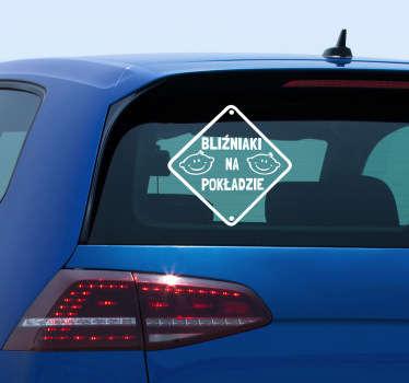 Naklejka na samochód dzięki której poinformujesz innych kierowców o bliźniakach na pokładzie. Urocza dekoracja na twoje auto!