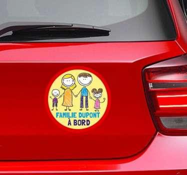 Un sticker famille original et personnalisable selon votre nom de famille pour indiquer aux autres usagers de la route que vous voyagez en famille.