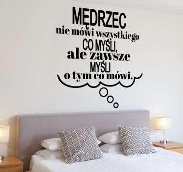 Wyjątkowa naklejka na ścianę z cytatem sławnego greckiego filozofa. Tekst dotyczy klasycznego powiedzenia o mędrcach.