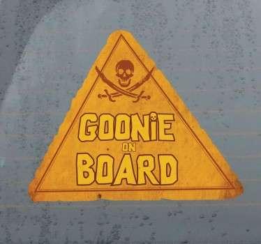 Si te consideras un Goonie más y eres padre o madre de un bebé que viaja contigo en el coche puedes hacerlo patente con este adhesivo.