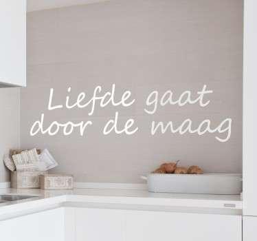 """Een leuke muursticker voor de decoratie van uw keuken met de tekst """"Liefde gaat door de maag"""". Kleuren en maten aanpasbaar. Ook voor ramen en auto's."""