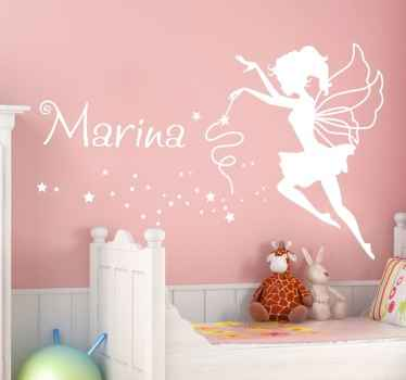 Autocolante de parede ilustrando uma fada com nome personalizável, ideal para decorar quartos infantis femininos.