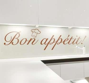 """Sisustustarra bon appetit. Tyylikäs keittiön sisustustarra, jossa lukee ranskaksi """"Bon appétit!"""" pienen kokinhatun kera."""