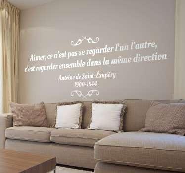 Prouvez votre amour à votre moitié en lui offrant cette romantique citation d'Antoine de Saint-Exupéry sur sticker. Une jolie décoration pour votre salon ou votre chambre.