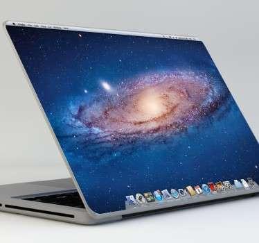 Con esta pegatina pensada para portátiles de Apple podrás hacer que la parte trasera de tu MacBook sea como el escritorio de la pantalla.