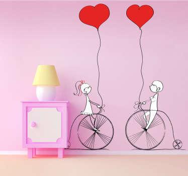 夫妇与气球贴纸骑自行车