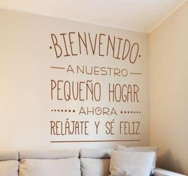 Original vinilo de texto para decoración de espacios interiores y paredes con una positiva frase de bienvenida al hogar.