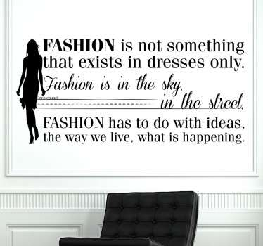 "Adhesivo decorativo de la frase célebre de Coco Chanel, diseñadora francesa muy influyente durante el S.XX. ""Fashion is not something that exists in dresses only, fashion is in the sky, in the street, fashion has to do with ideas, the way we live, what is happening""."