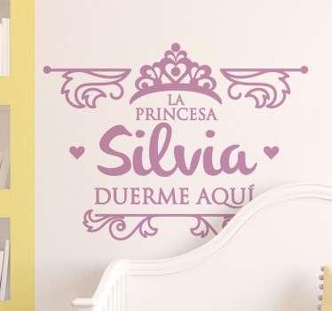 """Pegatinas personalizadas para decorar el cuarto de tu hija. Incluye el nombre que quieras para este diseño de """"Aquí duerme..."""""""