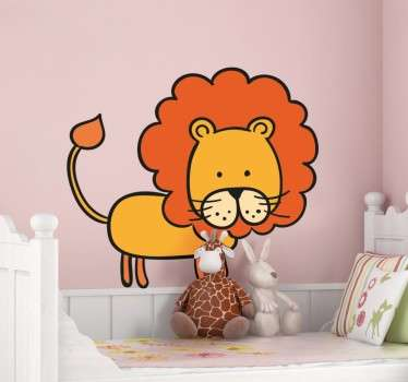 Naklejka dekoracyjna przedstawiajaca zabawnego lwa, idealna ozdoba do pokoju dziecięcego. Umieść ulubionego zwierzaka swego dziecka w wybranym przez niego miejscu.