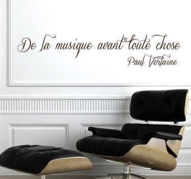 """Sticker texte """"De la musique avant toute chose"""", célèbre citation de Paul Verlaine idéale pour décorer les murs de votre chambre ou votre salon."""