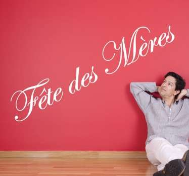 """Sticker texte """"Fête des mères"""", idéal pour décorer votre intérieur ou votre commerce à l'approche de cette occasion."""