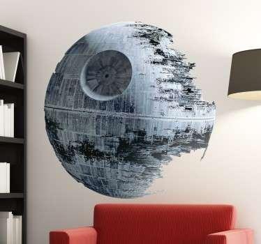 Sticker mural Etoile de la Mort pour ceux qui sont fans depuis toujours de la saga Star Wars. Un autocollant réservé à tous les amoureux de la saga !