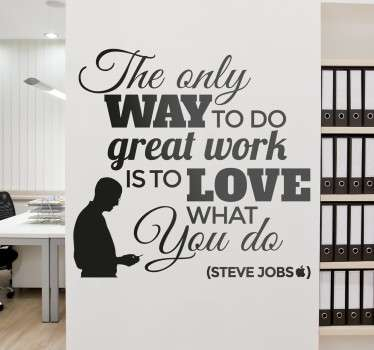 "Vinil decorativo com frase dita por Steve Jobs, fundador da Apple. Adesivo de parede ""The only way to do great work is to love what you do""."