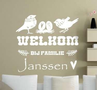 Met deze muursticker heet u iedereen welkom namens de hele familie! Personaliseerbaar met de eigen familienaam. Snelle klantenservice.