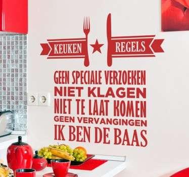 Wie kookt bij jullie thuis? Leuke manier om de regels in jouw keuken bekend te maken! Beplak deze leuke sticker met tekst in de keuken.