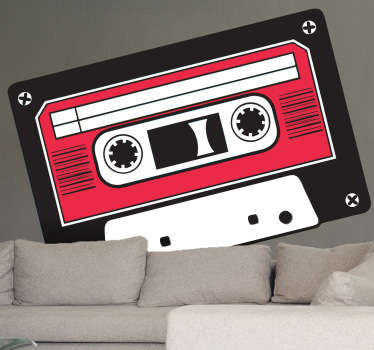 красная и черная наклейка с кассетной лентой