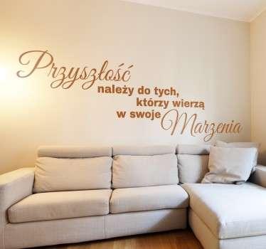 Naklejka na ścianę dla marzycieli i wierzących w swoje marzenia. Napisy na ścianę przedstawiające cytat dla goniących za marzeniami.