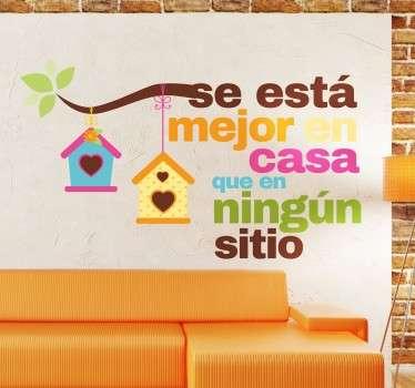 """Vinilos decorativos para el hogar muy coloridos con el texto """"mejor en casa que en ningún sitio""""."""