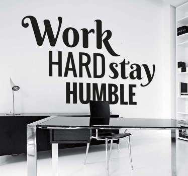 Arbeta hårt, stanna ödmjukt klistermärke