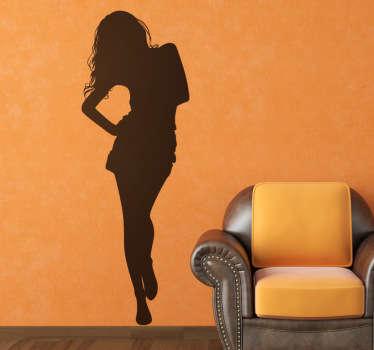 Vinilne nalepke mlade ženske z dolgimi lasmi, ki hodi proti vam! Ta dekorativna nalepka silhuete je na voljo v različnih velikostih in barvah.