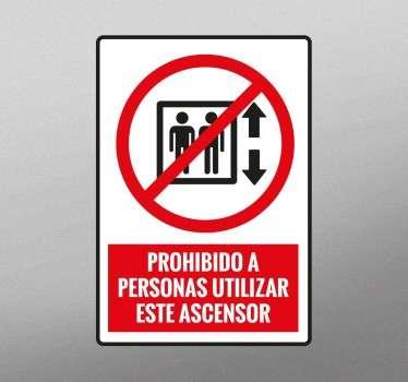 Vinilos de señalización para indicar que hay elevadores que no están abiertos al público en general.