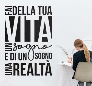 """Wall sticker decorativo che raffigura la scritta """" Fai della tua vita un sogno, e di un sogno un realtà""""."""