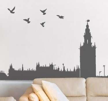 Murales y vinilos con la silueta de los edificios más emblemáticas de la capital hispalense.
