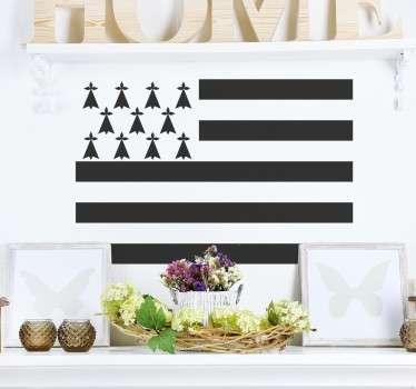 Personnalisez les murs de votre chambre ou votre salon avec ce sticker mural décoratif de la région Bretagne.