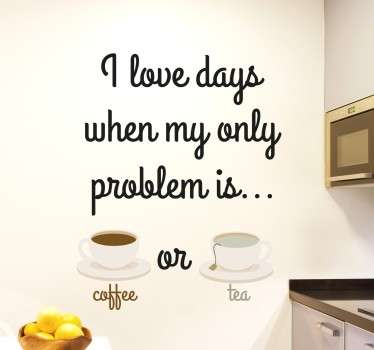 "Muursticker met de tekst ""I love days when my only problem is coffee or tea"", ideaal voor het decoreren van de keuken. +10.000 tevreden klanten."
