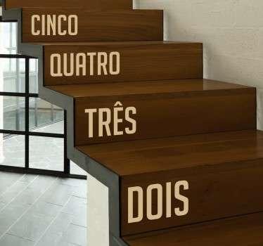 Vinil decorativo com número para cada degrau. Autocolante para decoração de interiores. Conta os degraus enquanto sobes as escadas.